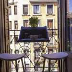 küçük balkon küçük masa