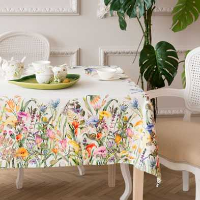 çiçekli yemek masa örtü modeli