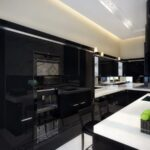 Sade ve siyah mutfak dekorasyonu