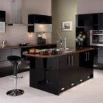 Siyah mutfak masası